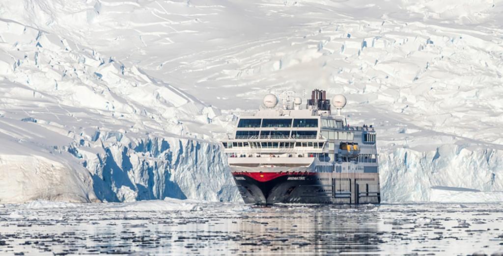 "Desde 2018 Hurtigruten opera bajo la iniciativa ""Hurtigruten Plastic Free""."